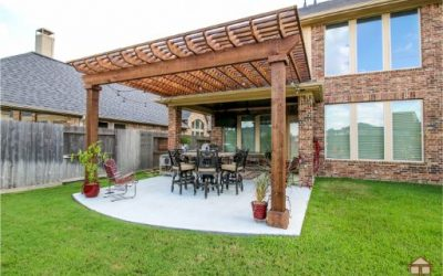 Outdoor Living in Cross Creek