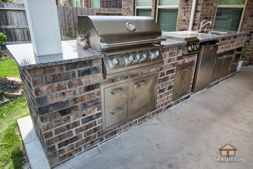 Outdoor Kitchen with Brick Finish - Tradition Outdoor Living