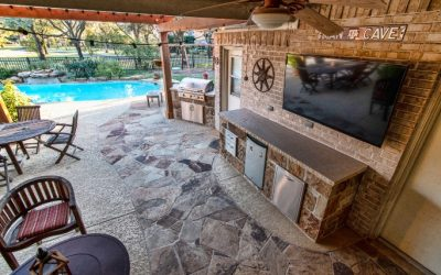 Katy Outdoor Kitchen with Flagstone Flooring