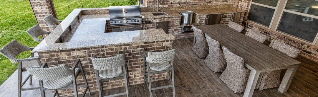 Custom Outdoor Kitchens vs Prefab Outdoor Kitchens